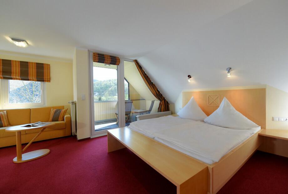 Doppelzimmer mit Balkon im Sauerland