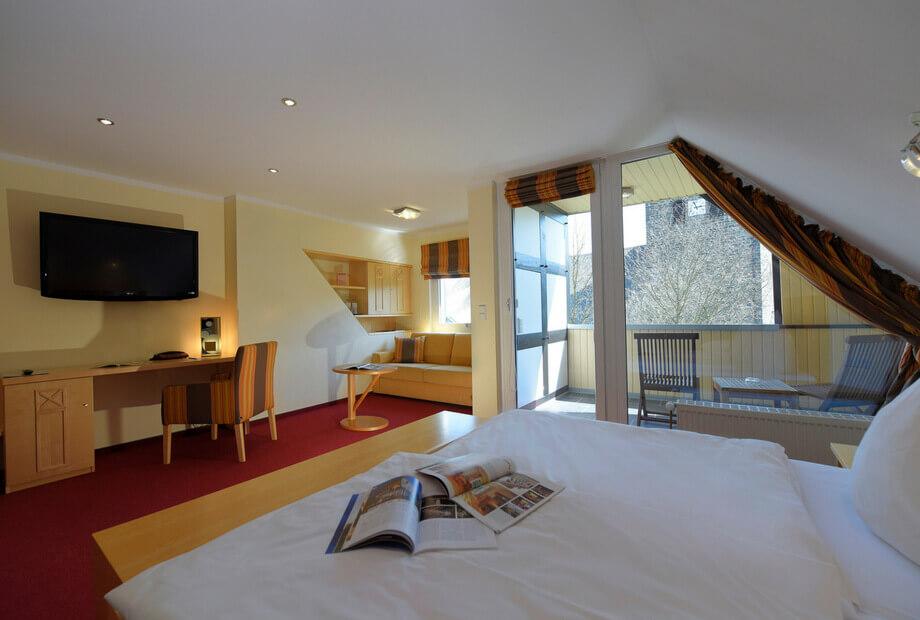 Hotelzimmer mit Balkon im Sauerland