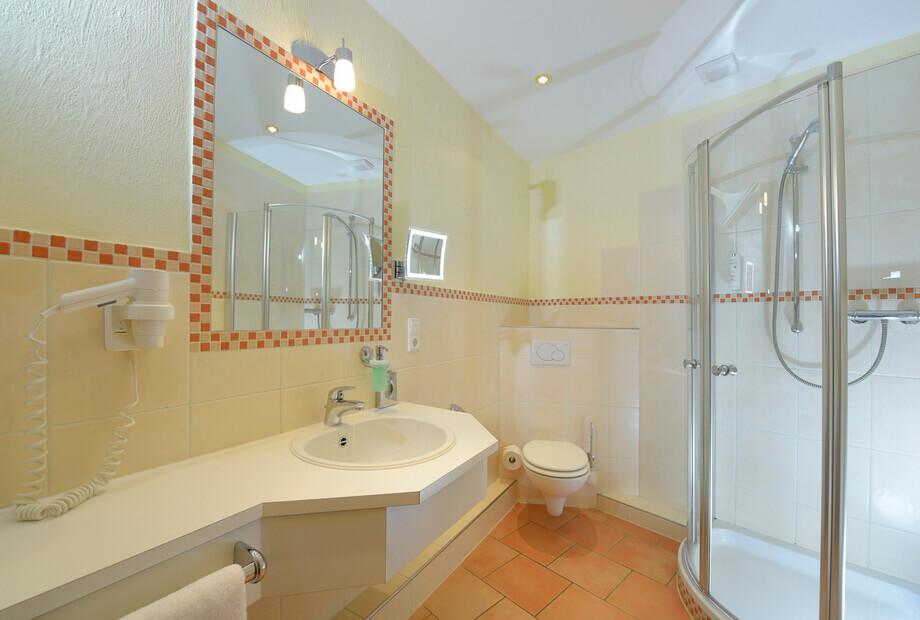Komfort Doppelzimmer mit geräumigem Badezimmer